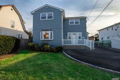 Plainview Single Family Home For Sale: 7 Rose St