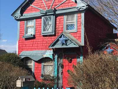 Patchogue Single Family Home For Sale: 15 Fordham St