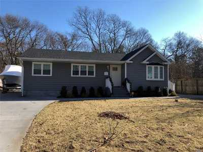 Sayville Single Family Home For Sale: 18 Indian Head Dr
