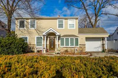 Levittown Single Family Home For Sale: 159 Old Farm Rd