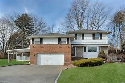 Syosset Single Family Home For Sale: 27 Pickwick Dr