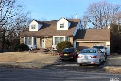 Syosset Single Family Home For Sale: 2 Birchwood Park Dr