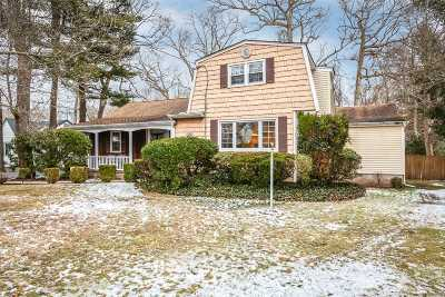 Oakdale Single Family Home For Sale: 95 Vanderbilt Blvd