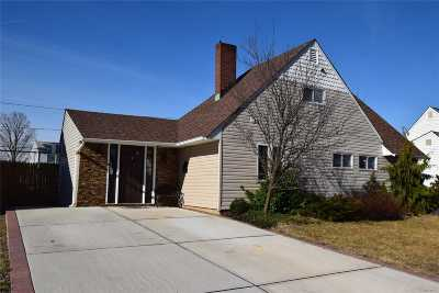 Wantagh Single Family Home For Sale: 466 Sand Hill