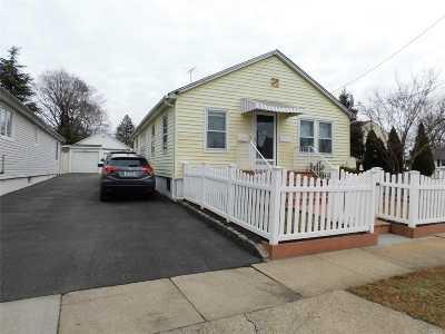 W. Hempstead Single Family Home For Sale: 633 Hempstead Garden Dr