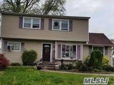 Lindenhurst Single Family Home For Sale: 279 40th St