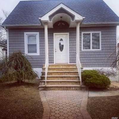 Uniondale Single Family Home For Sale: 815 Park Pl