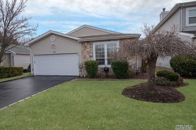 Holbrook Condo/Townhouse For Sale: 199 Colony Dr