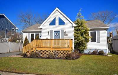 Island Park Single Family Home For Sale: 12 Lancaster Rd