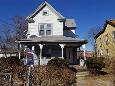 Freeport Single Family Home For Sale: 42 Raynor St