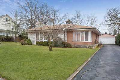 Patchogue Single Family Home For Sale: 22 Roe Blvd