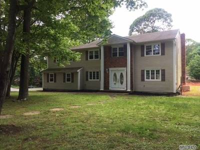 Dix Hills Single Family Home For Sale: 24 McCulloch Dr