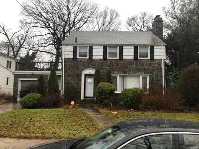 Hempstead Single Family Home For Sale: 32 Carolina Ave