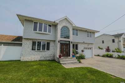 Lindenhurst Single Family Home For Sale: 788 S Wellwood Ave