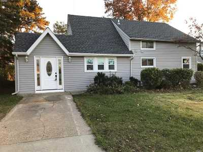 Hicksville Single Family Home For Sale: 68 Arrow Ln