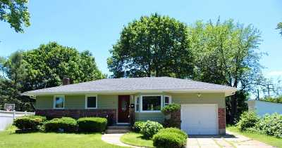 Commack Single Family Home For Sale: 8 Cobb Ln