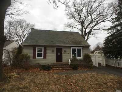 Patchogue Single Family Home For Sale: 22 Walnut Ave