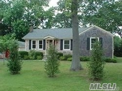 Blue Point Single Family Home For Sale: 11 Reinhardt Ct