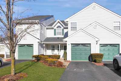 Hauppauge Condo/Townhouse For Sale: 15 Plantation Dr