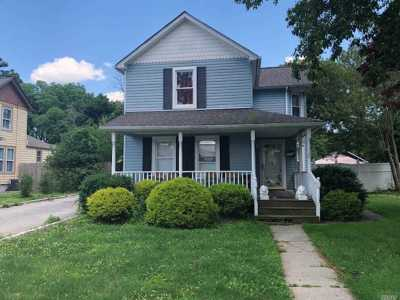 Patchogue Single Family Home For Sale: 75 Jayne Ave