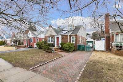 W. Hempstead Single Family Home For Sale: 306 Oakford St