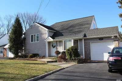 Wantagh Single Family Home For Sale: 2370 Bayview Ave