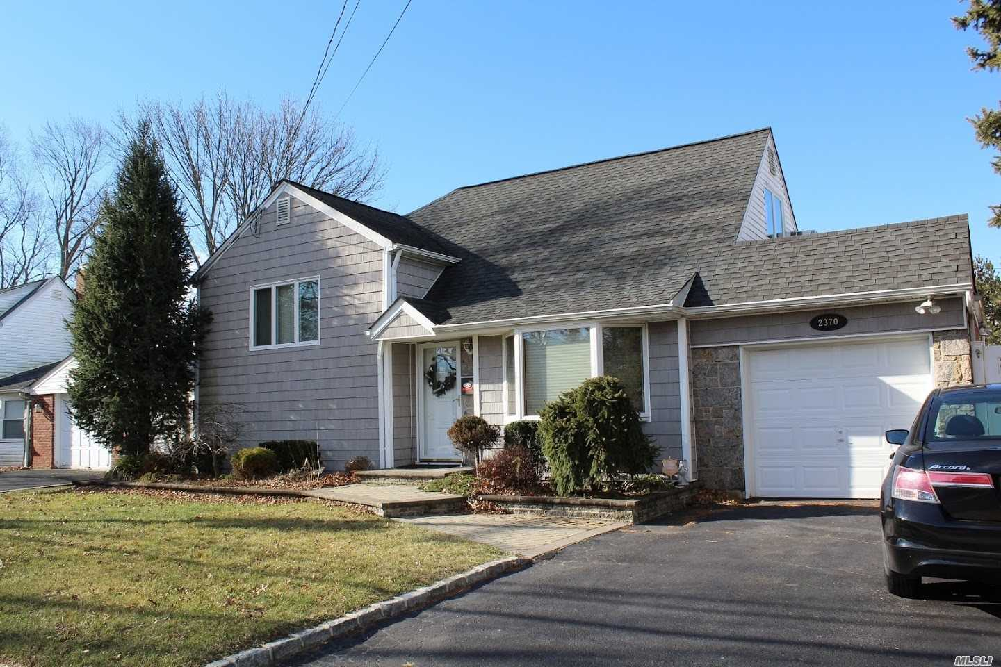 Pleasant 2370 Bayview Ave Wantagh Ny 11793 Listing 3100660 Interior Design Ideas Clesiryabchikinfo