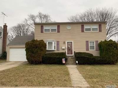 Hicksville Single Family Home For Sale: 11 Garden Blvd