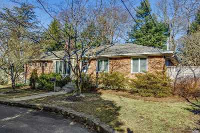 Huntington Single Family Home For Sale: 121 Woodhull Rd