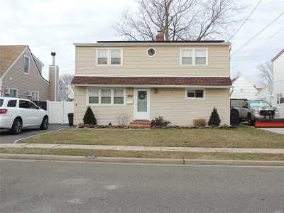 Wantagh Single Family Home For Sale: 2526 Mermaid Ave