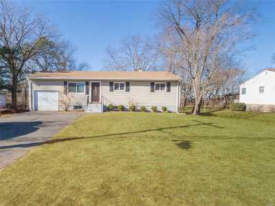 Bay Shore Single Family Home For Sale: 1159 Joselson Ave