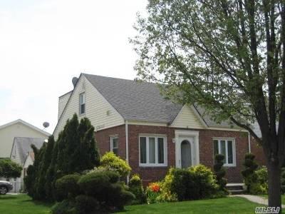 New Hyde Park Single Family Home For Sale: 53 Park Cir