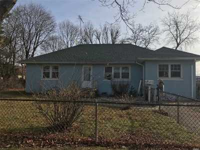 Lindenhurst Single Family Home For Sale: 605 Catskill
