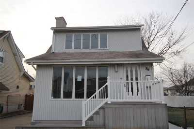 Single Family Home For Sale: 89 Baisley Ave