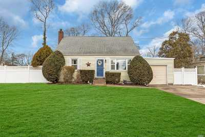 Sayville Single Family Home For Sale: 23 High St