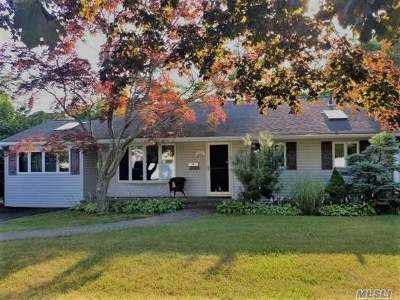 Bay Shore Single Family Home For Sale: 1348 N Thompson Dr