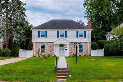 Great Neck Single Family Home For Sale: 66 Bates Rd