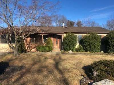 Holbrook Single Family Home For Sale: 11 Dashen Ln