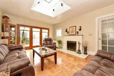 Merrick Single Family Home For Sale: 145 Frankel Blvd