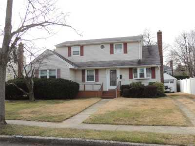 Wantagh Single Family Home For Sale: 1554 Lakeside Dr
