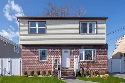 Hicksville Single Family Home For Sale: 50 Lee Ave
