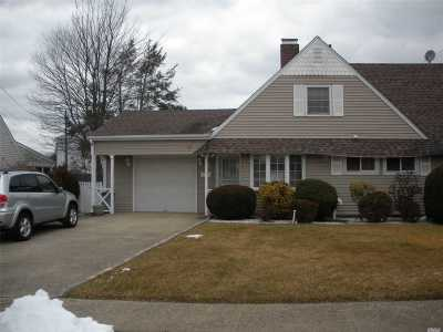 Levittown Single Family Home For Sale: 3 Condor Rd