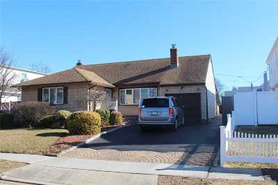 Bethpage Single Family Home For Sale: 494 Corral Run
