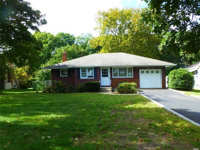 Smithtown Single Family Home For Sale: 42 Howell Dr