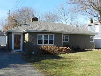 Massapequa Single Family Home For Sale: 71 Fox Blvd