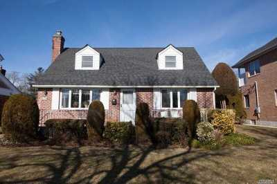 New Hyde Park Single Family Home For Sale: Maple Ln