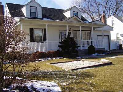 East Meadow Single Family Home For Sale: 2296 Oxford St
