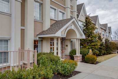 Whitestone NY Condo/Townhouse For Sale: $759,000