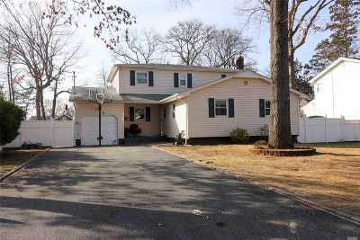 Bay Shore Single Family Home For Sale: 1328 Peters Blvd