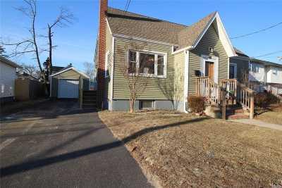 Bay Shore Single Family Home For Sale: 73 Redington St